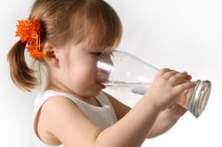 Употребление большого количества жидкости при ангине