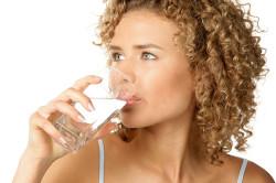 Обильное питье при фолликулярной ангине