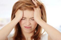 Сильная головная боль как симптом гортанной ангины