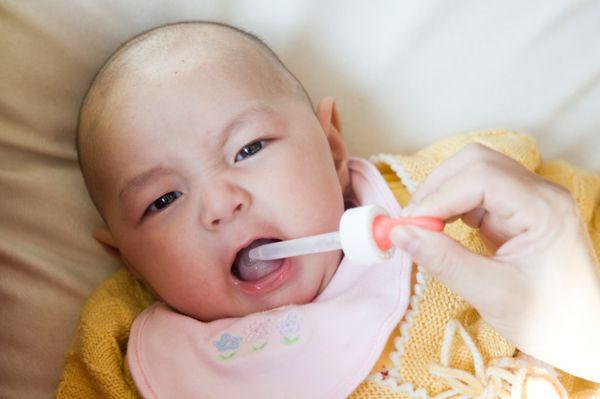 Чем лечить горло ребенку в 10 месяцев - Как лечить горло